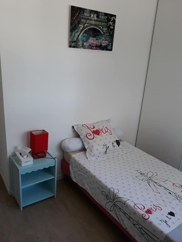 Chambre privée 9m² chez l'habitant Métro 7