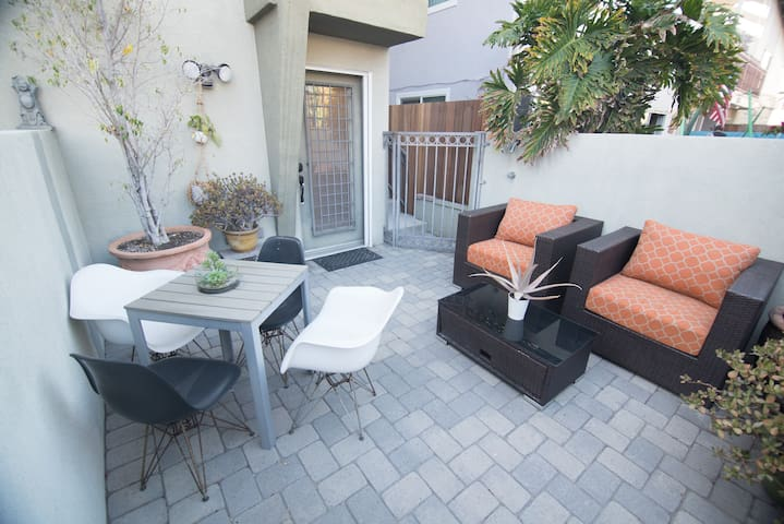 * Boho Venice Beach Rental – 1.5 Blocks to Beach!