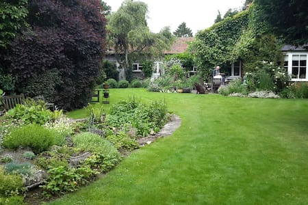Village house near Henley for Regatta & Chilterns - Henley-on-Thames