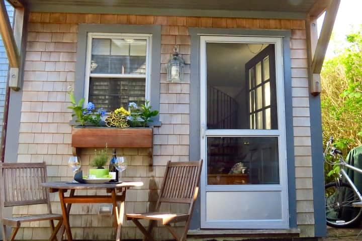 Sweet Dreams Romantic Guest  Cottage.....