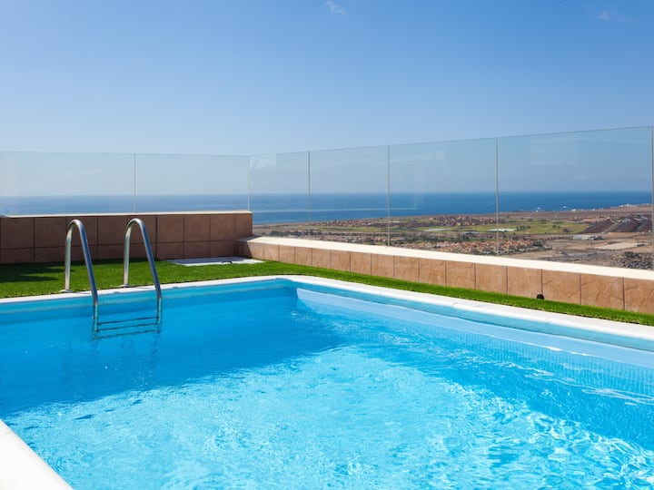 Great villa with private pool and sea view