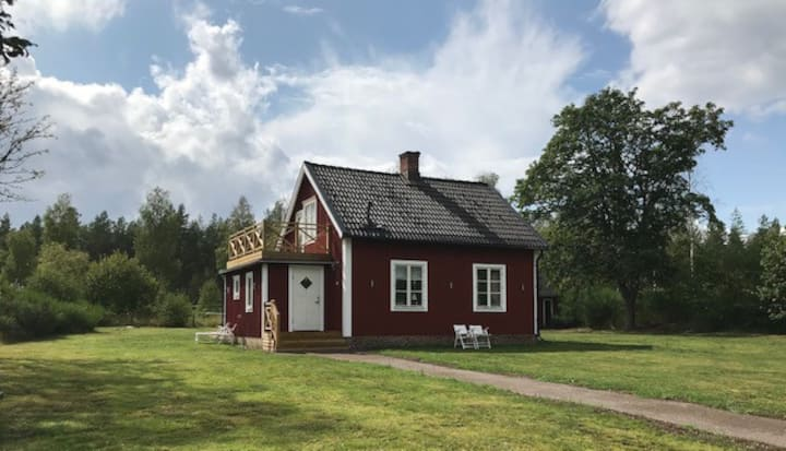 Småländsk cottage close to Kosta