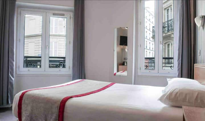 MONTMARTRE-Double room with private bathroom