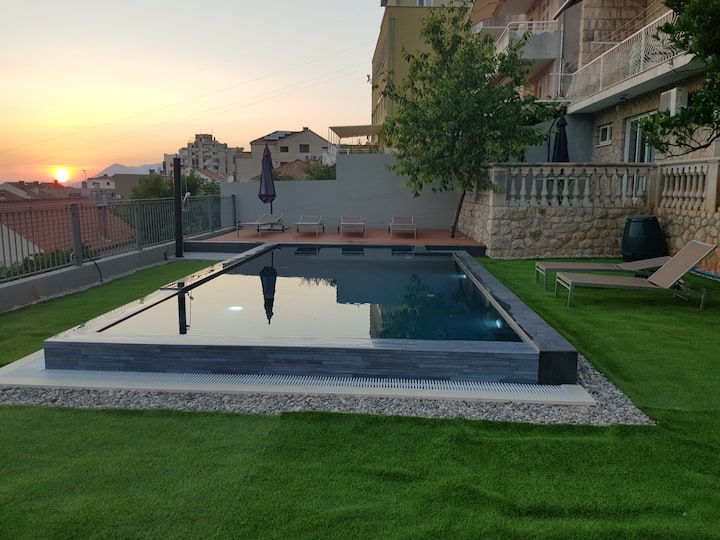 Sunset apartment 1