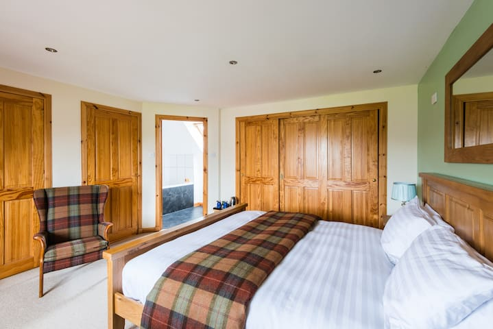 Super Kingsize B&B near Beauly (R1)