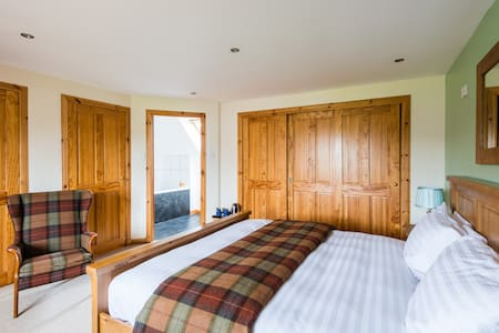 Super Kingsize B&B near Beauly (R1) - Highland
