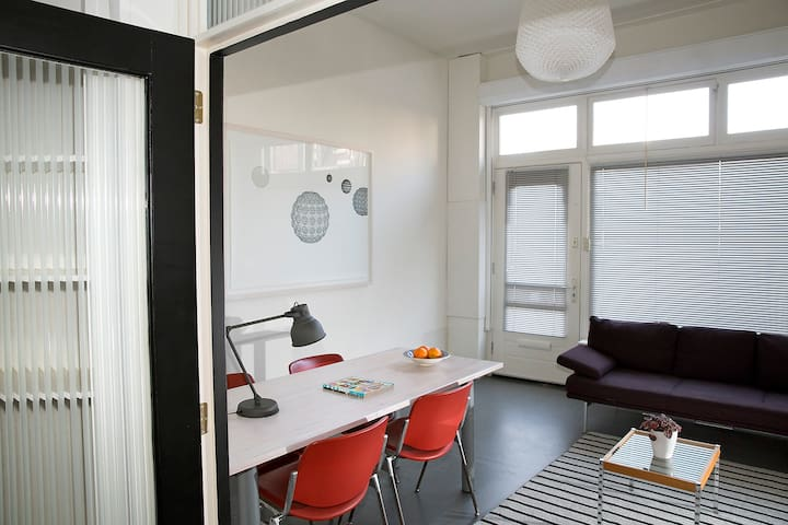 Living-/ office room, with free wifi.