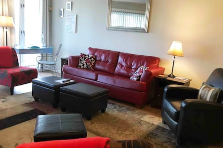 Anne's Red Couch Condo-Cute, Convenient, No Steps