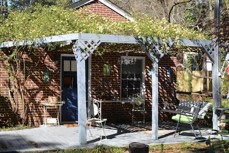 Owen's Place- Adorable Guest House! - Southern Pines - Guesthouse