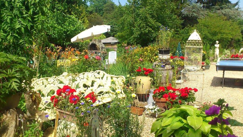 Grande maison Normande et jardin des merveilles - Saint-Pierre-d'Autils