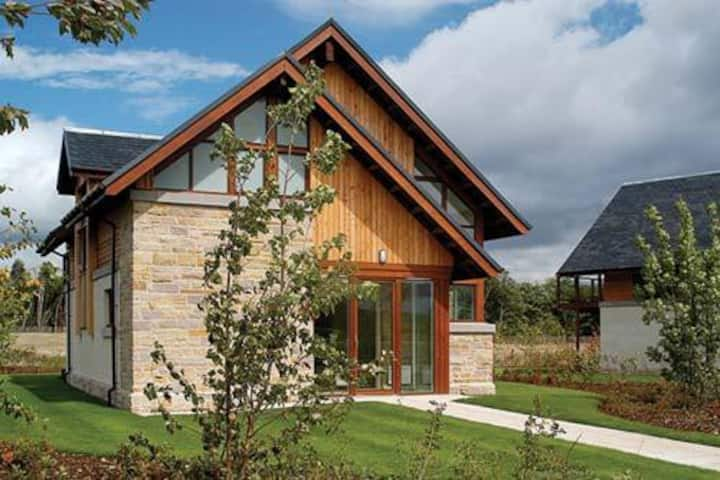Lodge on fabulous Loch Lomond