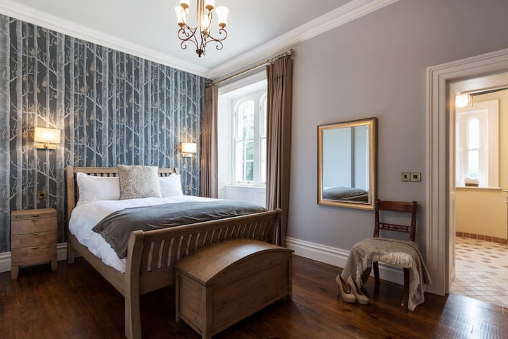 Thornhill Suite Bedroom 1