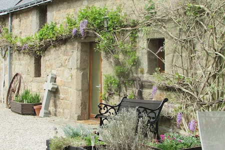 The Hive, Rainbow Cottages St André  22480  France