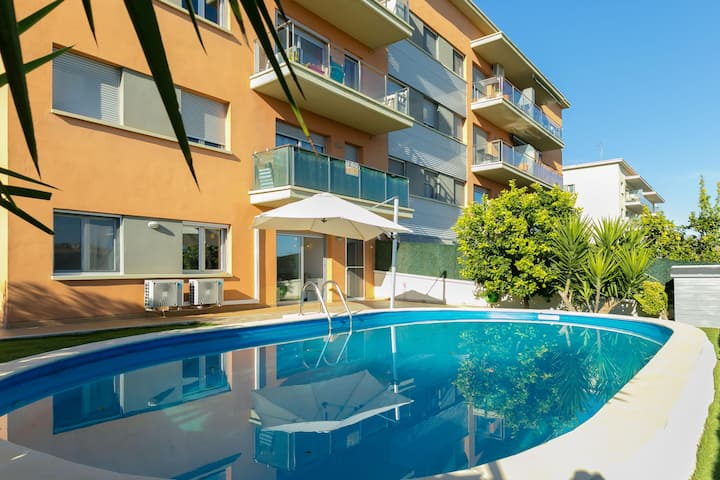 Apartment with private pool in Figueres.
