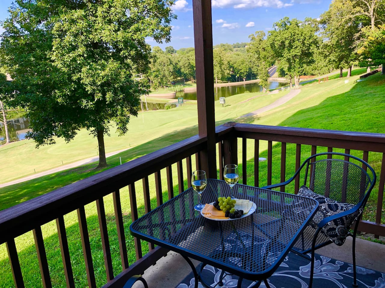 ENJOY YOUR MEALS ON THE PORCH OVERLOOKING THE BEAUTIFUL GOLF COURSE LAKE
