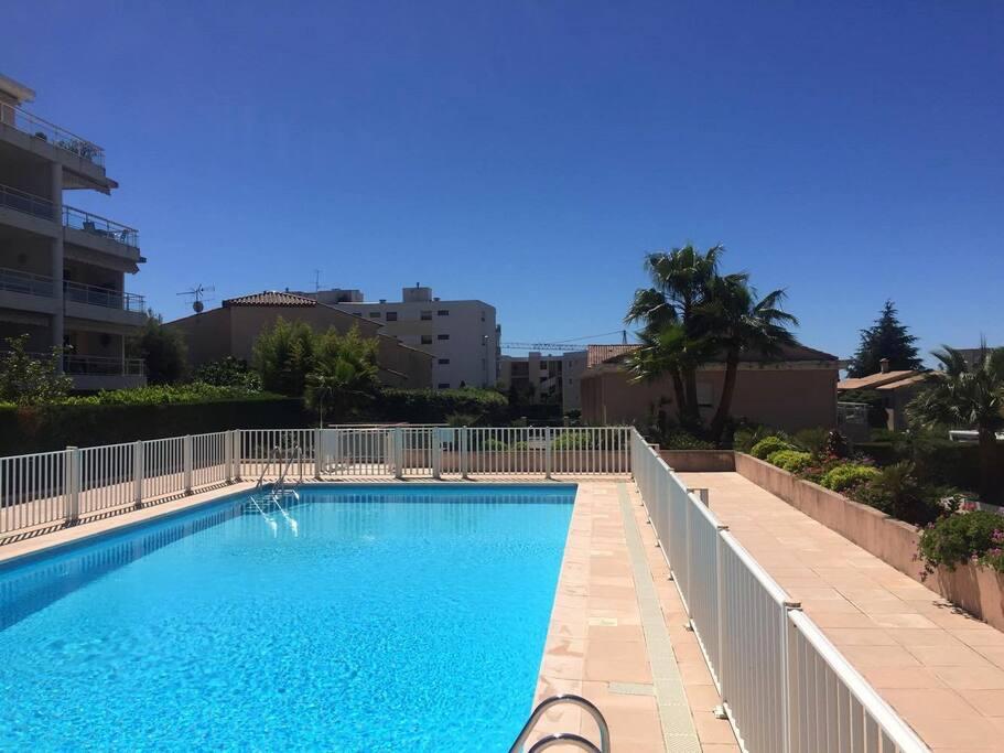 Grande piscine dans la residence