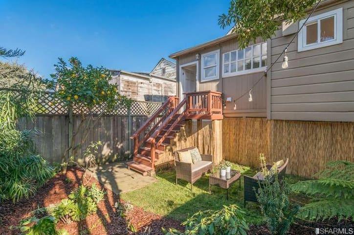 Entire SF Garden Studio w/Parking. Your Own Home!