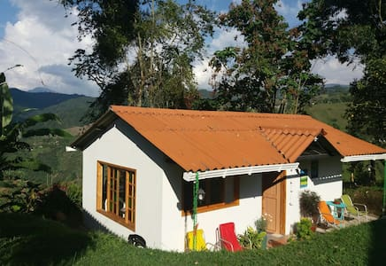 Inspiring house in the coffee mountains - Vereda LA LINDA