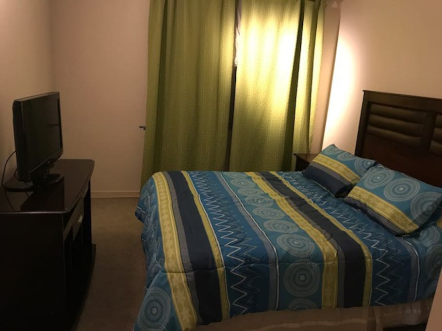 Dormitorio Principal con baño privado y walking closet, tv cable y wifi