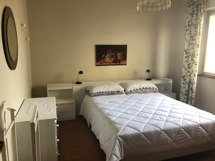 2 Bedroom Apartment with Balcony, Close to Centre
