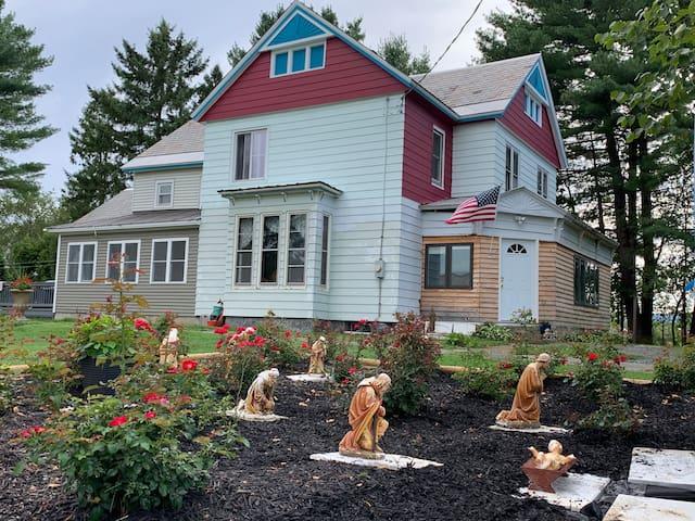 Moreau State Park Studio Apt. Mins to Saratoga/LG