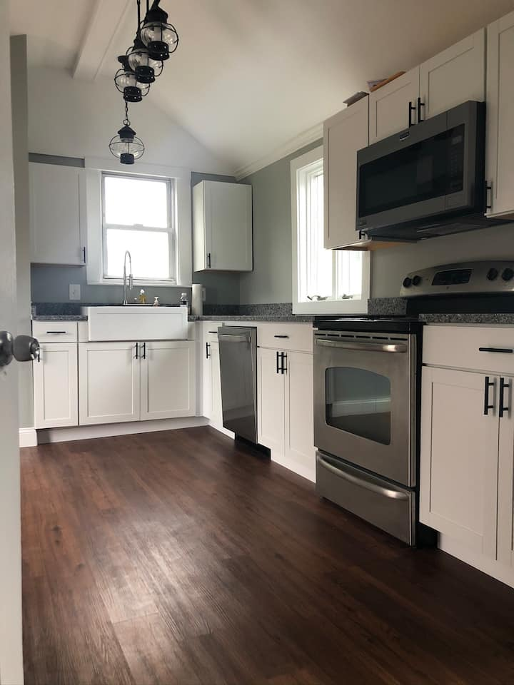 Downtown Gloucester Single House, 2 bedroom