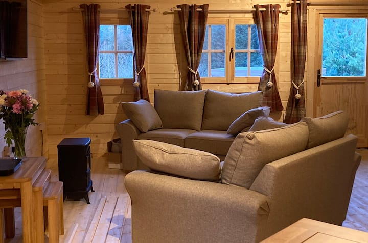 Lochinvar Clydesdale Log Cabin with Private HotTub