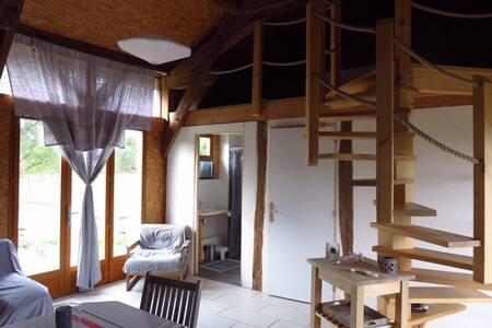 Jolie maison atypique au calme dans la forêt