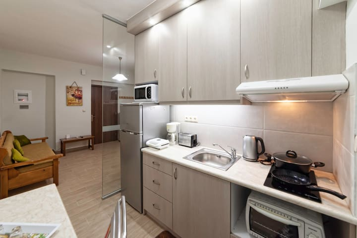 Spacious Double Apartment - 100m from the Beach