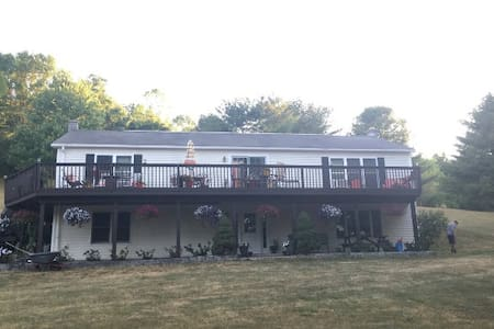 Casa de P - Large 3200 sq ft house close to Ithaca - Spencer - Huis