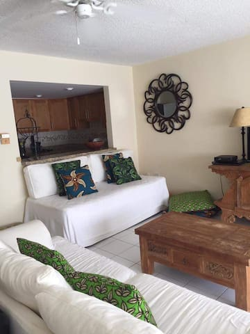 1 BDR CARIBBEAN WATERFRONT APT BEACH ACCESS - Montego Bay - Byt