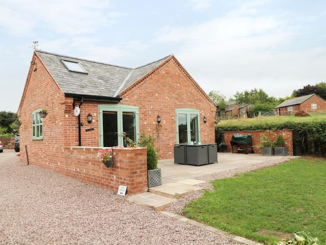 WELL VIEW COTTAGE, luxury holiday cottage in Tarporley, Ref 970303
