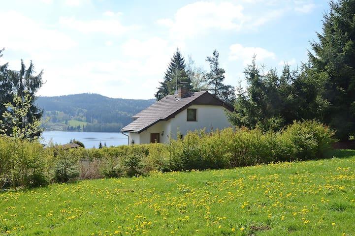 Luxe bungalow, 800 m van Lipnomeer. Uniek uitzicht