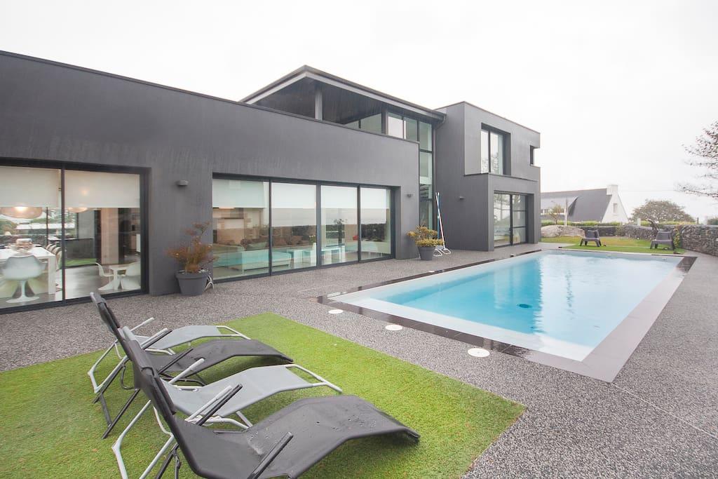 Villa bord de mer avec piscine 28 c villas louer for Bretagne piscine