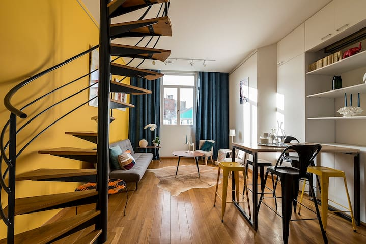 Bright Duplex in City Center