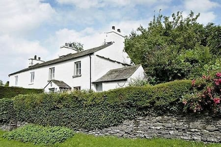 CLOVERDALE COTTAGE, Crosthwaite, Near Windermere - Casa