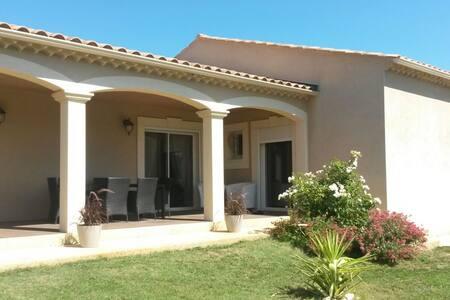 belle villa tous confort - Saint-Marcel-de-Careiret