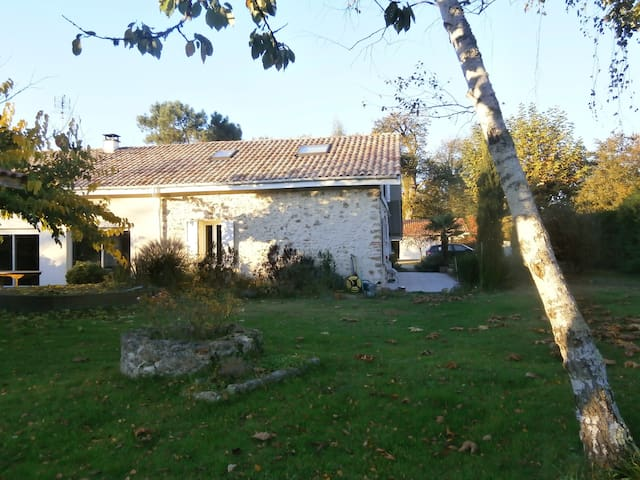 Maison en pierre près de la forêt - Saint-Avit