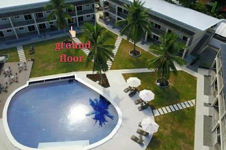 Poolside room in a resort near Alona Panglao阿罗娜民宿