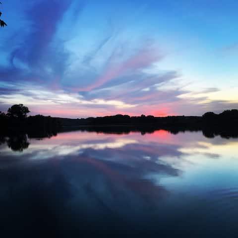 Private lake resort of your dreams!