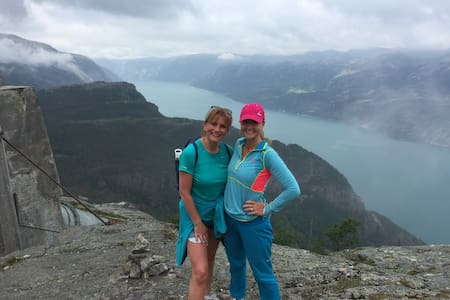 Prekestolen Lysefjord 2 days VIP Coaching & Hiking