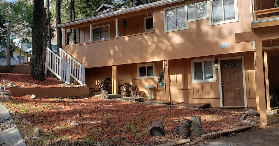 YOUR CRESTLINE RETREAT NEAR LAKE ARROWHEAD
