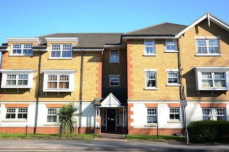 Cental location close to Windsor and Legoland - Winkfield Row - Leilighet