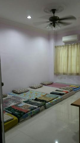 Cozy Private Room Near Batu Caves - Batu Caves - House