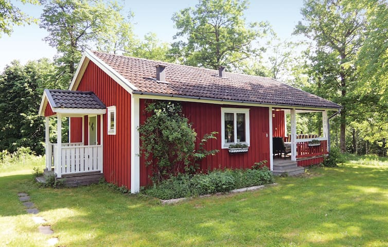 Holiday cottage with 2 bedrooms on 66m² in Lönashult