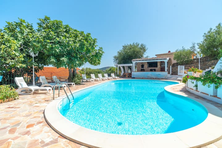 Apartment in Mediterranean Villa with Wi-Fi, Air Conditioning, Garden and Pool