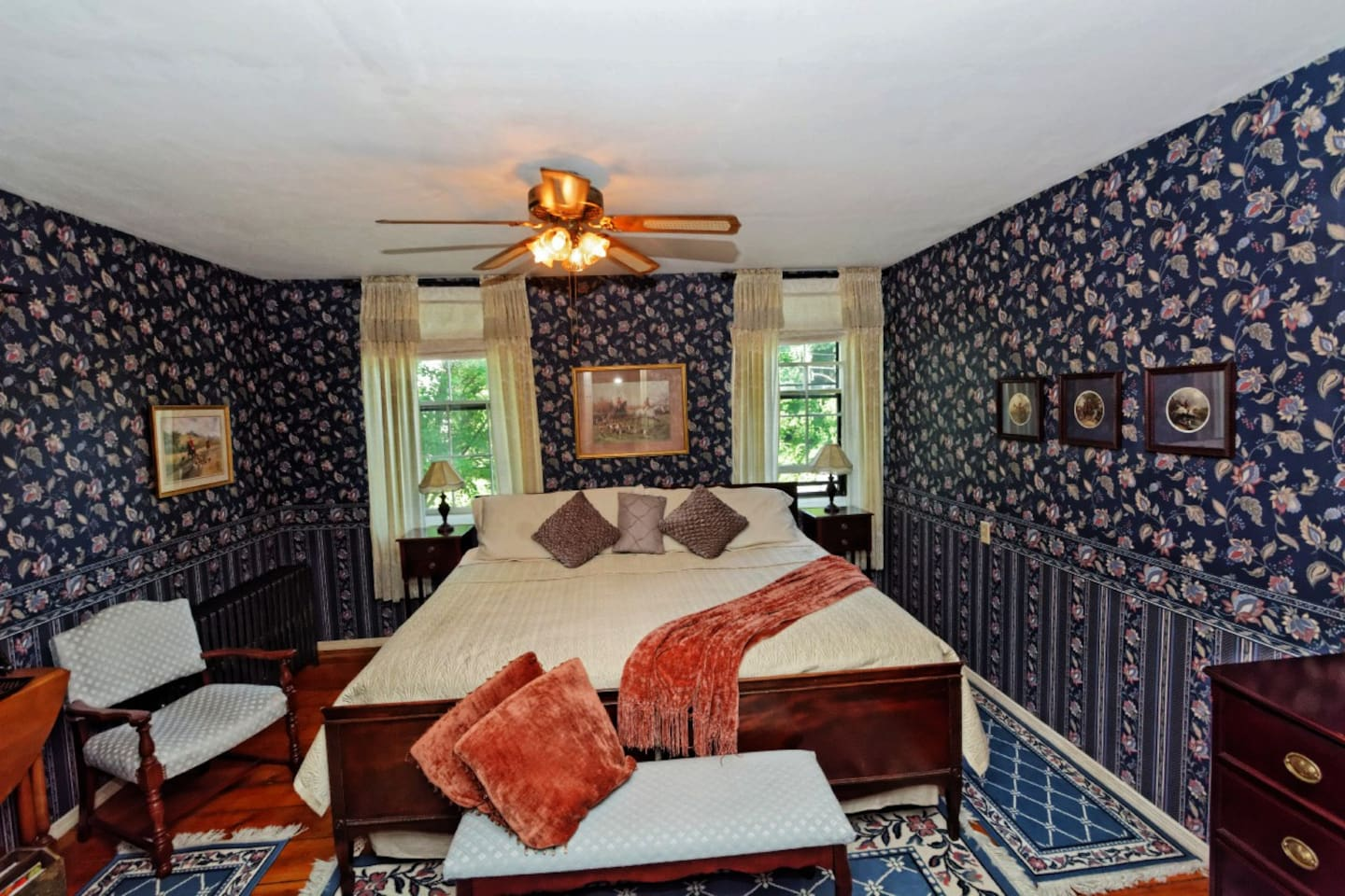BELMONT ROOM KING BED/PRIVATE BATH