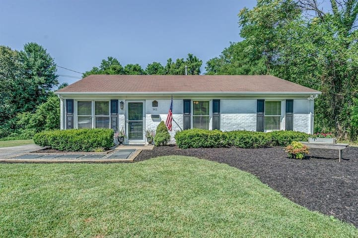 Relaxing Home near Roanoke College and in Salem