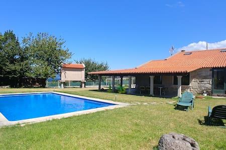 Chalet Bueu piscina y 300m playa
