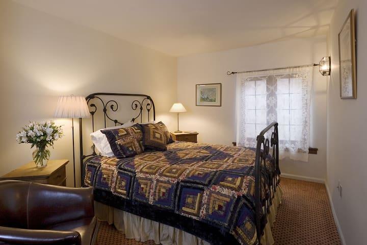 The Hollyhock Room in the Hacienda Nicholas - Alexander's Inn - Hacienda Nicholas - The Madeleine